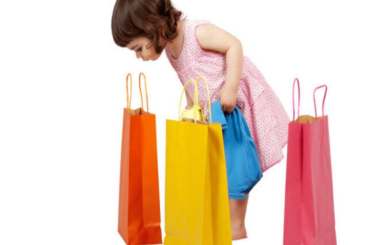 """""""SÓ EU QUE NÃO TENHO!"""" – A infância e o apelo de consumo"""