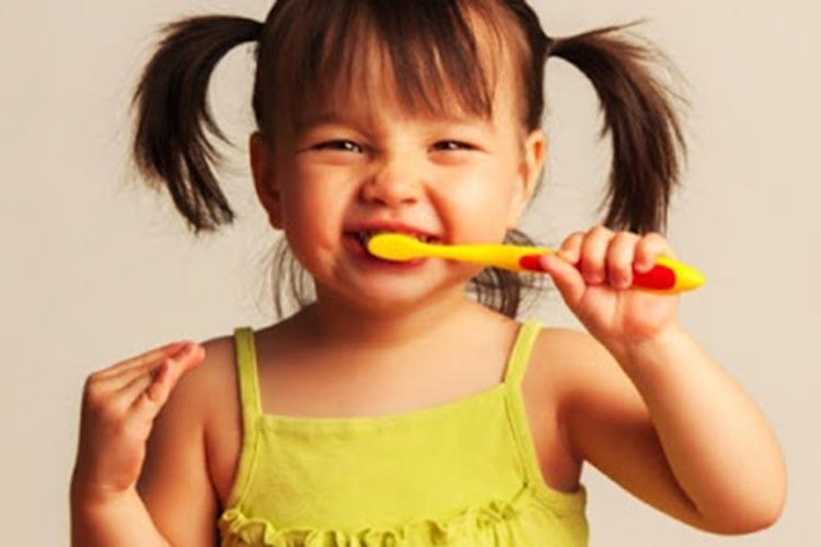 Saúde bucal infantil: escovação sim. Mas e o que mais?