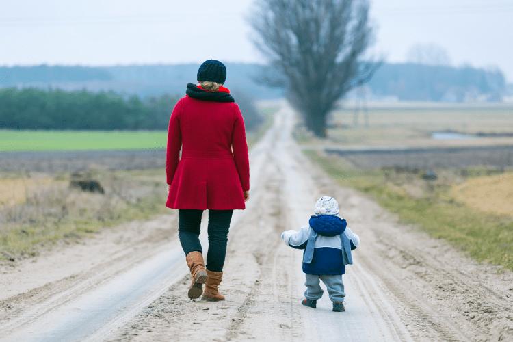 O abismo entre estar solteira e sozinha – Mães Solo